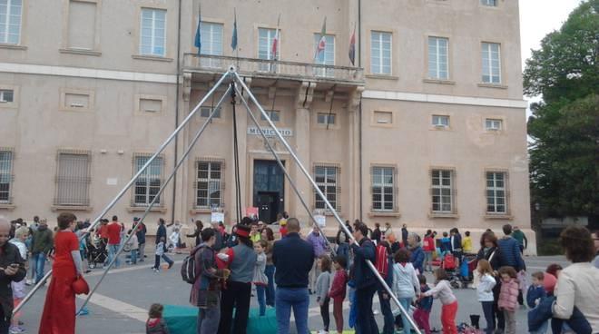 Loano impazza per gli artisti in piazza