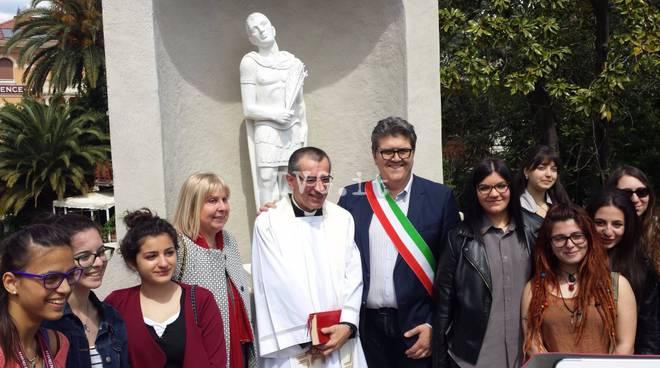 Loano, inaugurata la statua di San Sebastiano