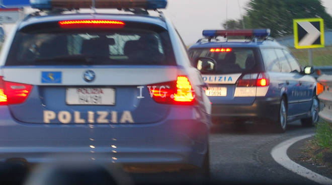 Pullman di studenti contro auto sull'Autostrada A7 Genova-Milano, 5 feriti