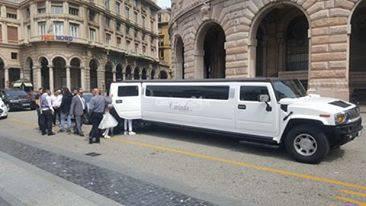 sposi piazza de ferrari limousine