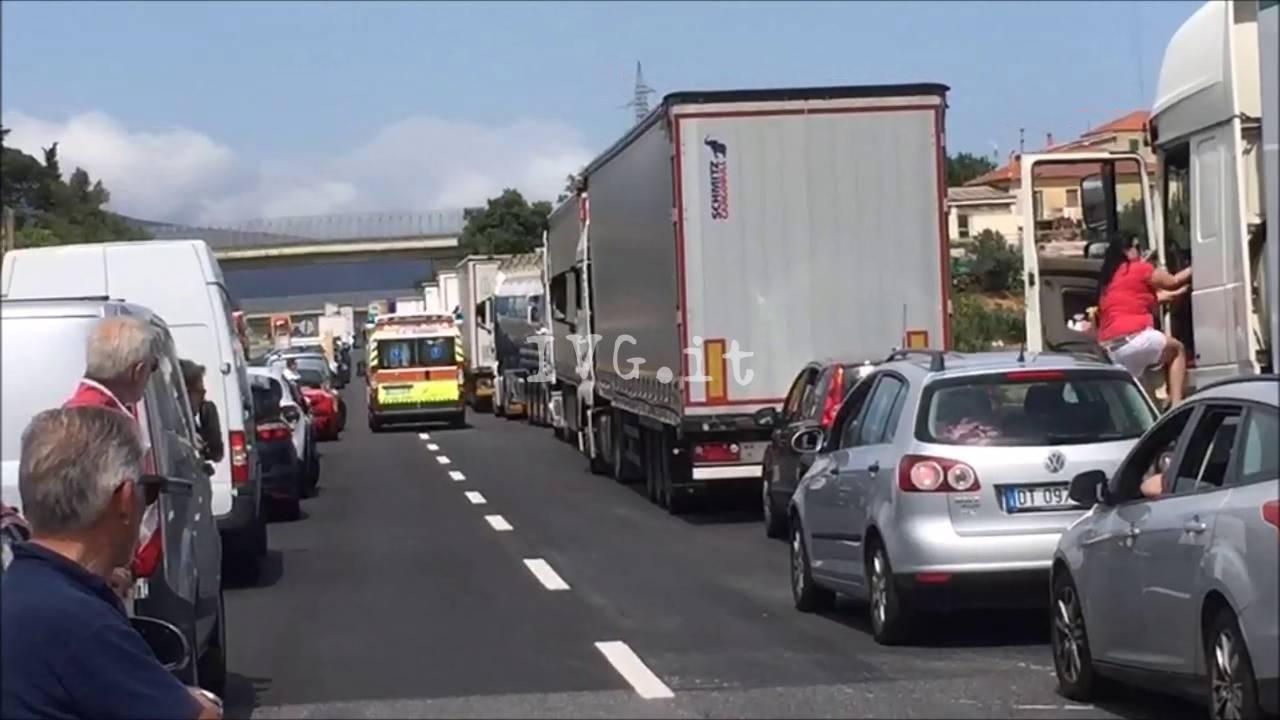 Tamponamento in A10 tra Albenga e Borghetto