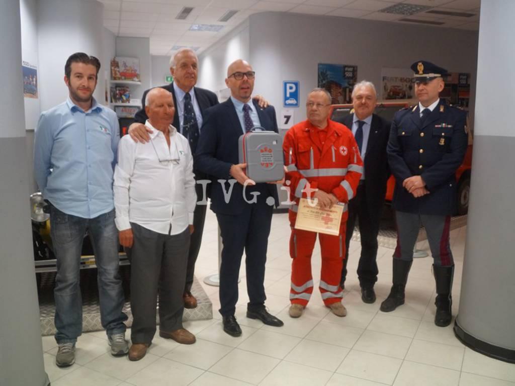 Loano Croce Rossa Defibrillatore Fiat 500
