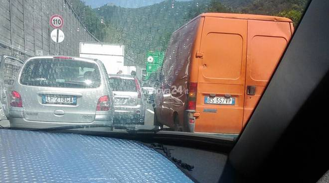 Coda in autostrada per incidente