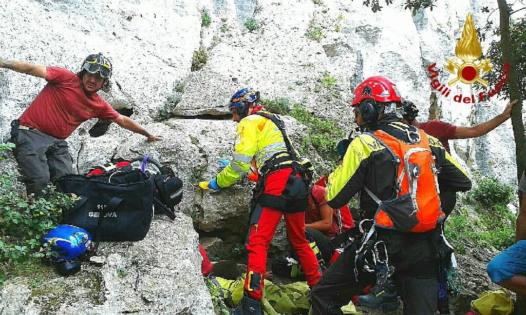 Finale, climber precipita in parete
