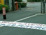 I lavoratori di Tirreno Power in presidio davanti ai cancelli: