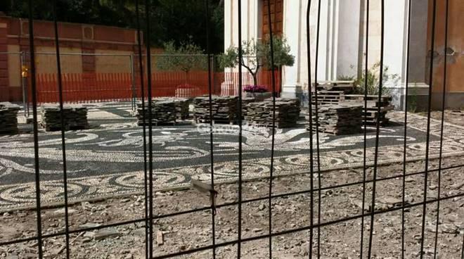 I lavori sul sagrato della chiesa a Zoagli