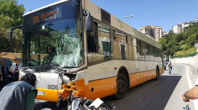 Incidente bus-moto