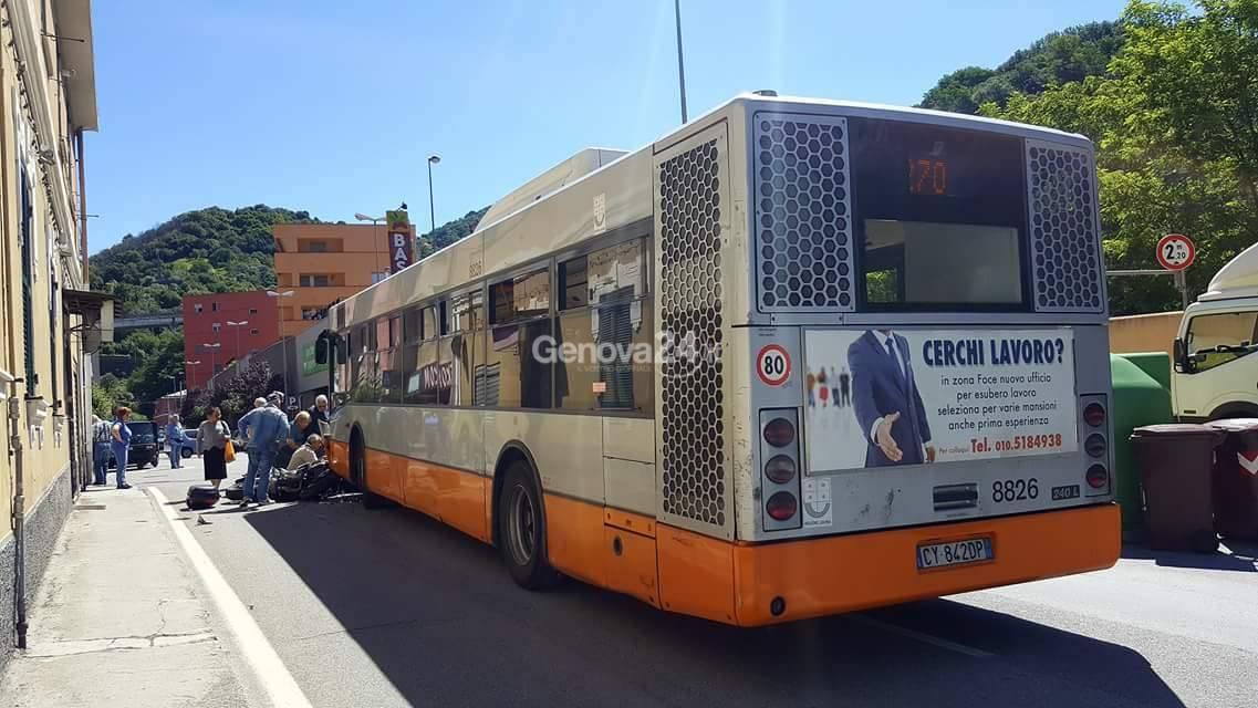 Incidente bus-moto