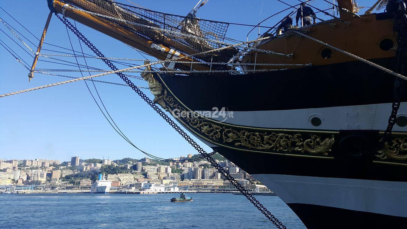 L'arrivo della nave Vespucci a Genova