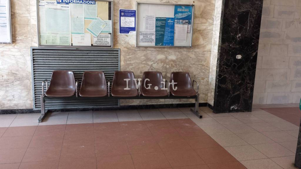 La Sala D Attesa.La Stazione Di Loano Resta Senza Sala D Attesa Foto Photogallery