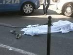 Tragedia in piazza Montano, precipita da un palazzo e muore