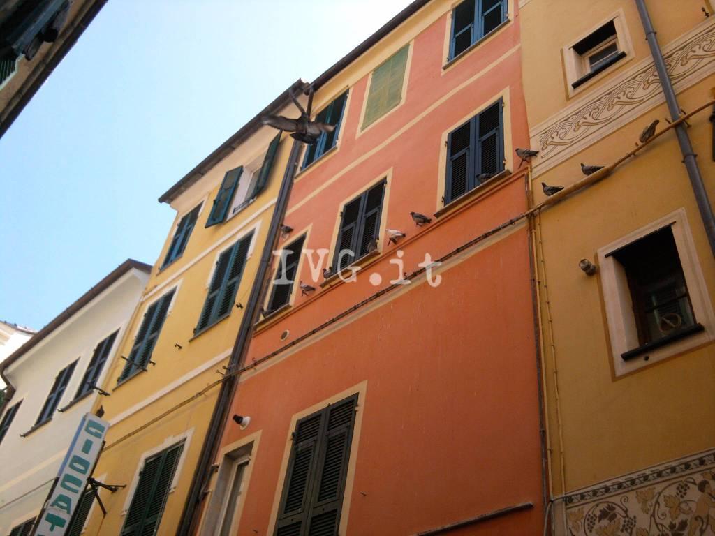 Loano Piccioni Via Garibaldi