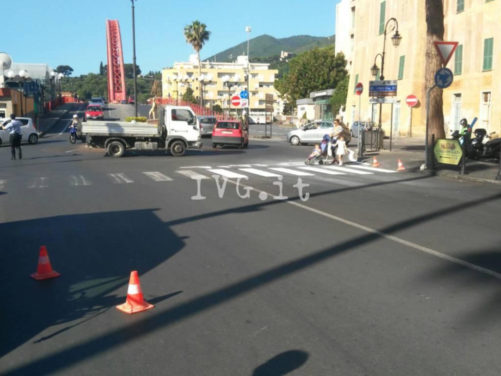 Nuove Strisce Pedonali Albenga Piazza del Popolo