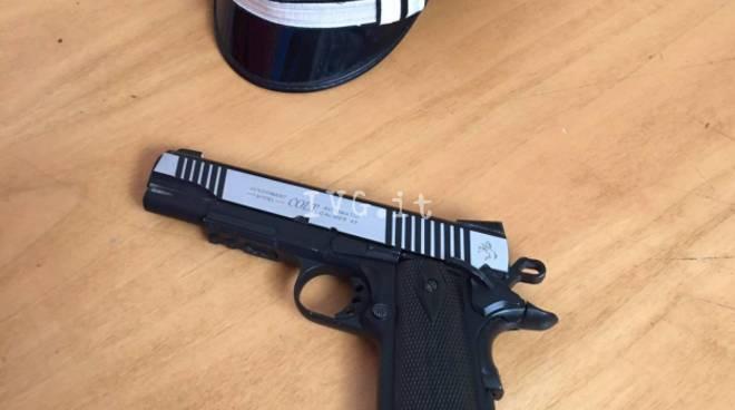 Controlli Carabinieri Pistola