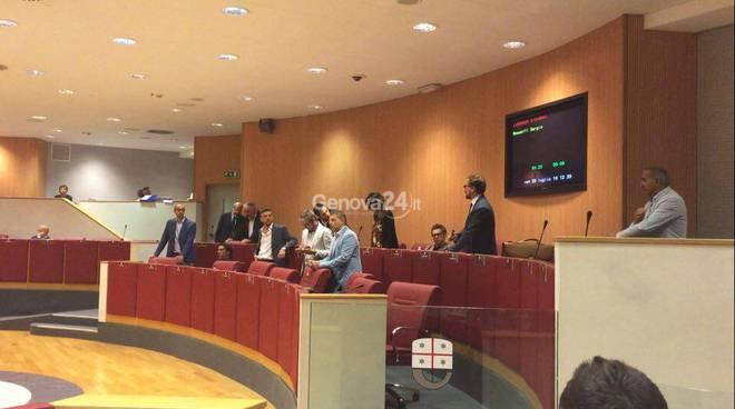 Toscana, consigliere regionale M5S si dimette: non dichiarò due società a Malta