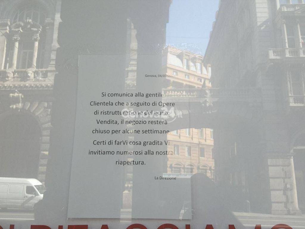 H&M chiuso per ristrutturazioni