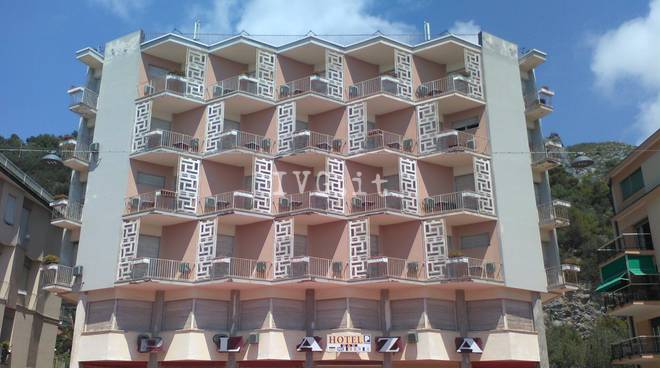 hotel plaza varigotti