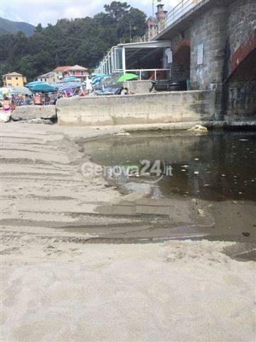 Mare sporco a Moneglia