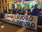 Savona, protesta dei lavoratori di Tirreno Power durante la Notte Bianca