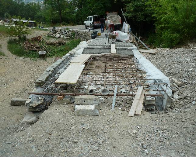 Strada abusiva in cemento armato