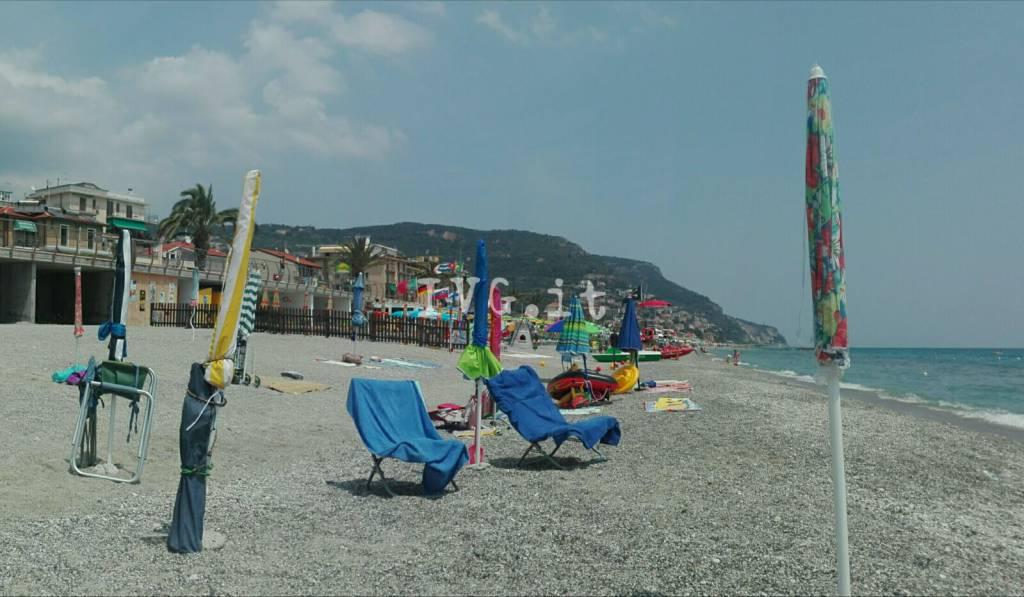 Spiaggia Libera Ombrelloni