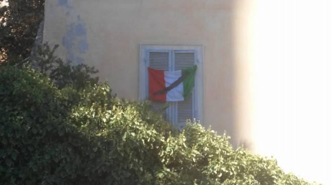 si vuole fare i fuochi d\'artificio a Bastia mentre nel centro italia ci sono morti e feriti