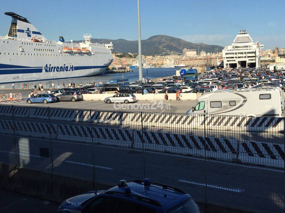 controlli terminal traghetti code