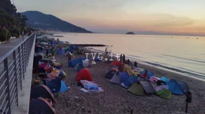Matrimonio Spiaggia Alassio : Accampamenti abusivi sulle spiagge il comandante vitale