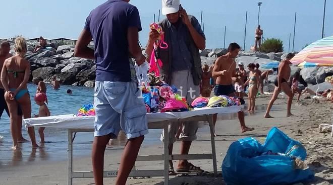 Commercio Abusivo Loano Spiaggia