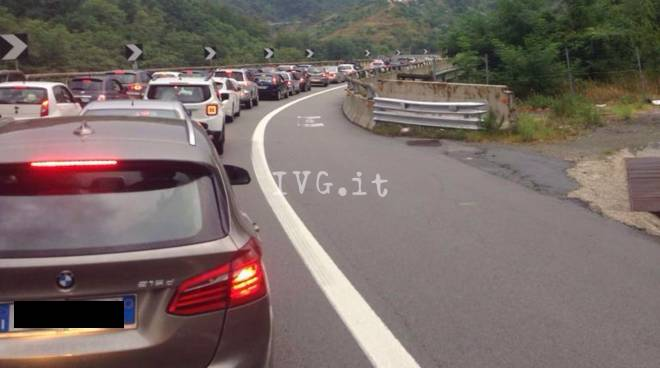 incidente a6 autostrada colonna coda