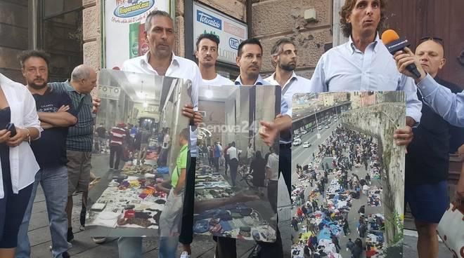 Migranti in via XX Settembre, la protesta