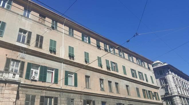 Centro per migranti nella via dello shopping: proteste a Genova