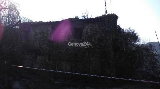 Casa distrutta dalle fiamme a Sestri Levante