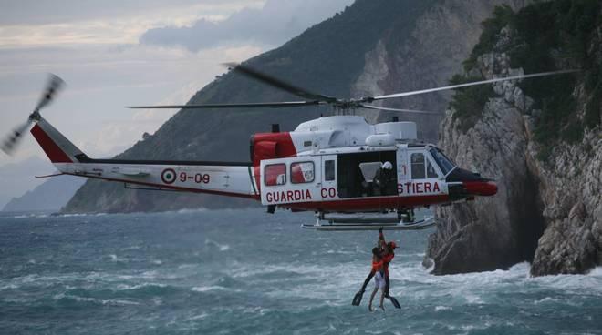 Genova, infarto in traghetto: 67enne salvato da Guardia Costiera