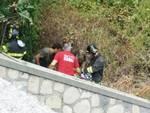 Finale, incidente al Malpasso: motociclista finisce sugli scogli