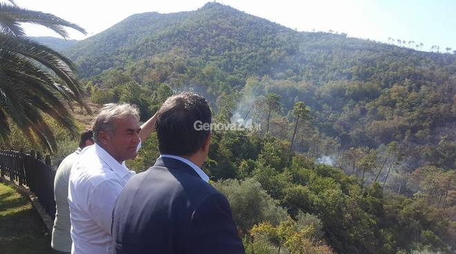 Incendio tra Casarza Ligure e Sestri Levante, chiuso il Bracco