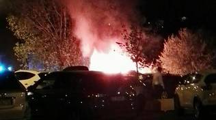 incendio auto fuoco notte