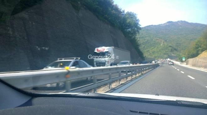Operaio muore travolto in autostrada