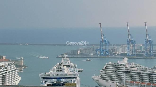 Navi da crociera nel porto di Genova