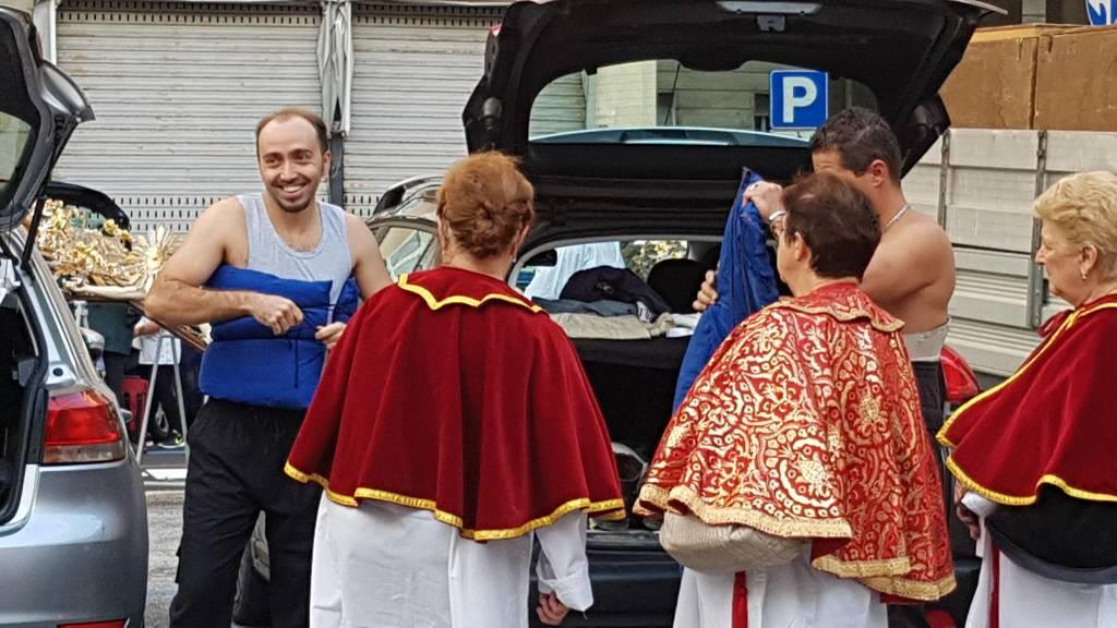 Preparativi processione
