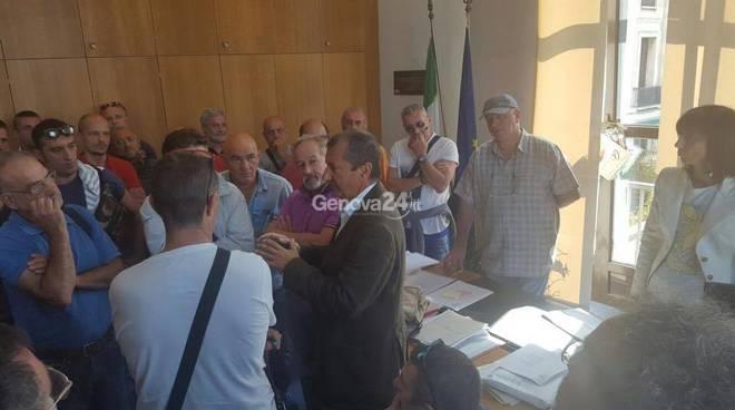 Amianto, lavoratori di Ilva e Ansaldo manifestano la loro rabbia