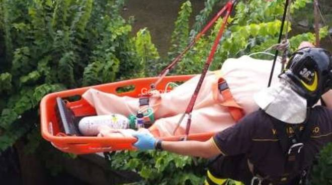 Rapallo: donna cade in casa, salvata dai vigili del fuoco