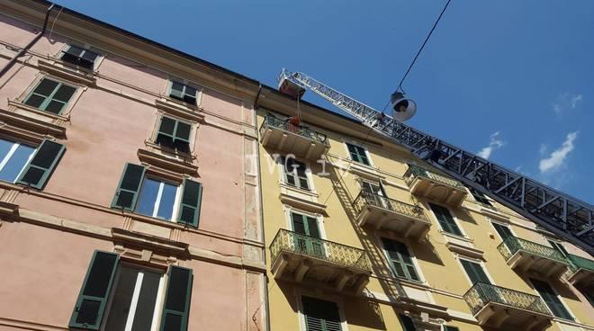 Savona, accusa un malore in casa: soccorsa dai vigili del fuoco