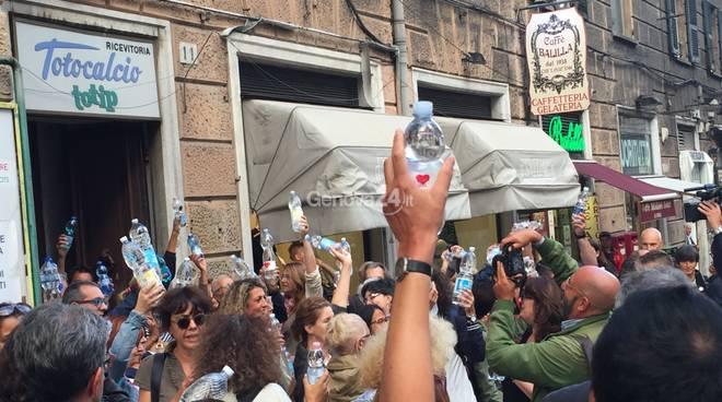 Bottigliette migranti via xx settembre