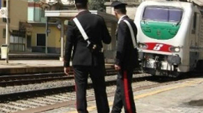 carabinieri treni