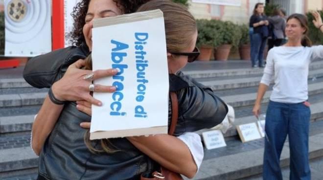 Flash mob Genova abbraccia Genova