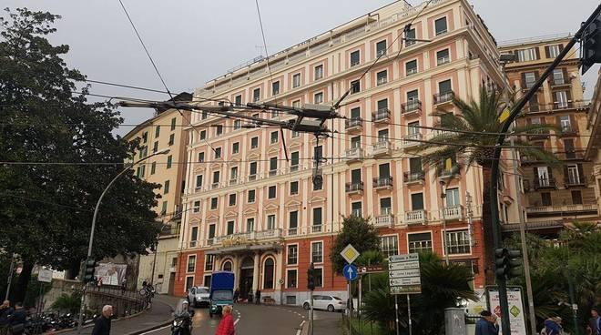 Industriale giapponese scoperto morto in un hotel di lusso