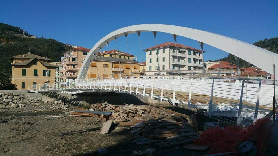 Il ponte sul fronte mare di Riva Trigoso