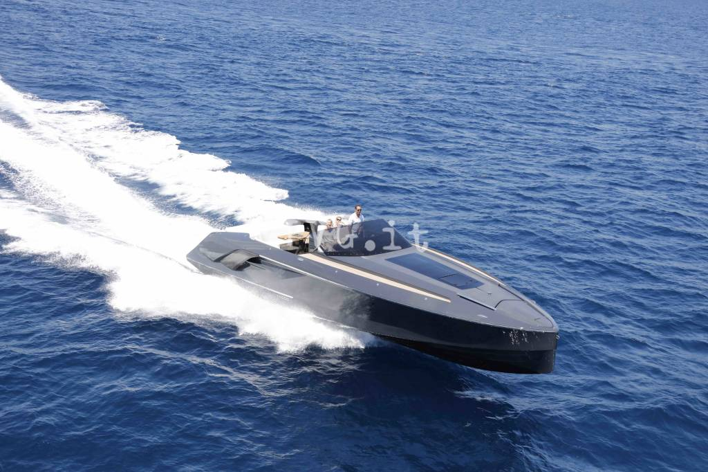 1414 Demon_running black hull (low)