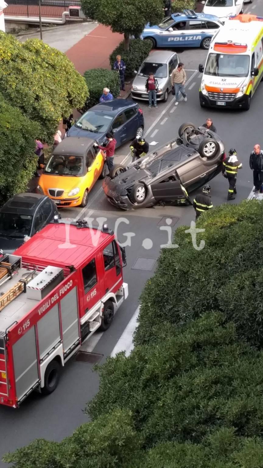 auto ribaltata a Savona